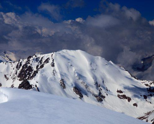 Molodezhniy peak